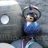 Porte-clefs lillipuce kokeshi résille 3 cm