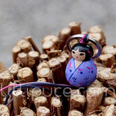 Porte-clefs lillipuce kokeshi fossette 3 cm